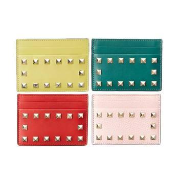 발렌티노 락스터드 레더 카드홀더 $275 → $199.99