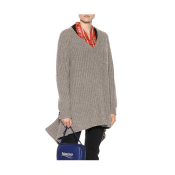 (손나은 착용) 발렌시아가 스카프 스웨터 1,275유로 → 637유로