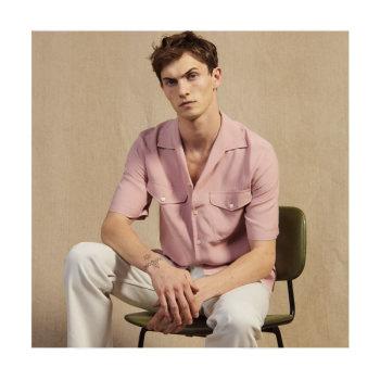 (헨리 착용) 산드로 맨 핑크 반팔 셔츠 145유로 → 72.5유로