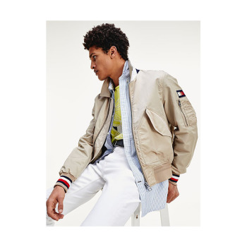 (SF9 로운 착용) 타미 힐피거 TH 플렉스 아이콘 봄버 자켓 $250