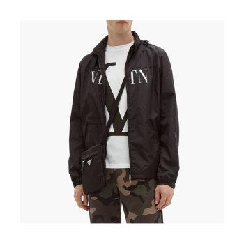 발렌티노 맨 V 로고 반팔 티셔츠 $375 → $204